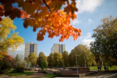 Blick auf die Universitätsgebäude in der Keplerstraße.